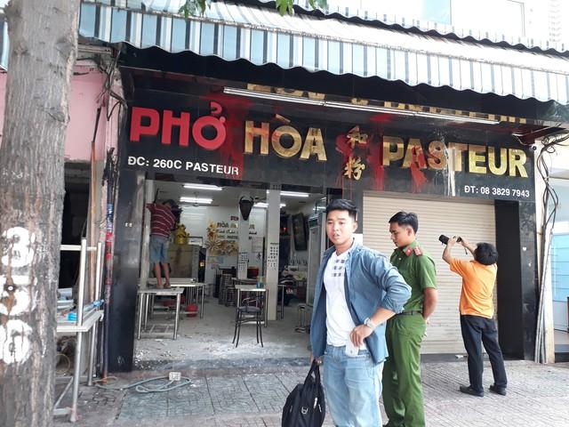 Bắt nhiều đối tượng khủng bố quán phở 50 năm tuổi ở Sài Gòn - Ảnh 1.