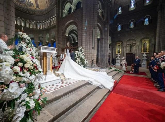 Đám cưới của cô gái mang dòng máu Việt với con trai công chúa Monaco - Ảnh 2.