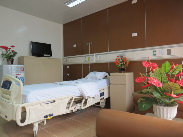 Giá giường dịch vụ bệnh viện công tới 4 triệu/ngày, Thủ tướng yêu cầu Bộ Y tế nghiên cứu - Ảnh 2.