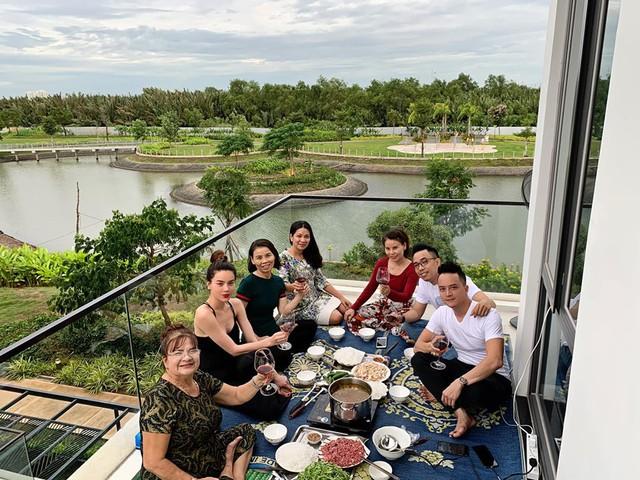 Ngoài biệt thự 30 tỷ ven sông Sài Gòn, Cao Thái Sơn còn sở hữu những căn hộ cao cấp nào? - Ảnh 1.