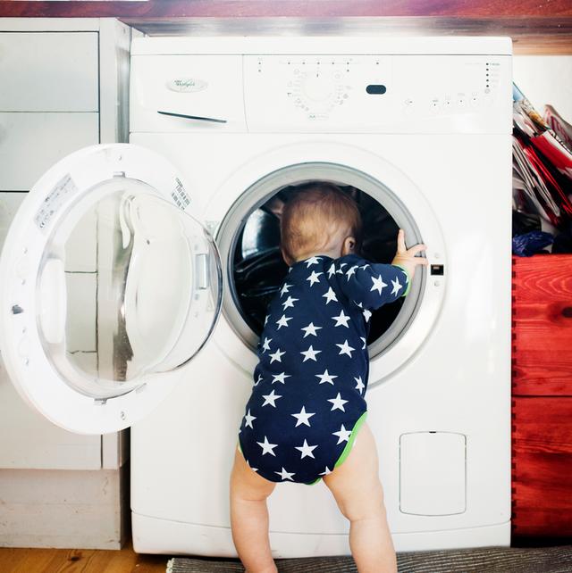Thương tâm bé trai 3 tuổi qua đời sau khi tự nhốt mình trong máy giặt cửa trước tại nhà - Ảnh 1.