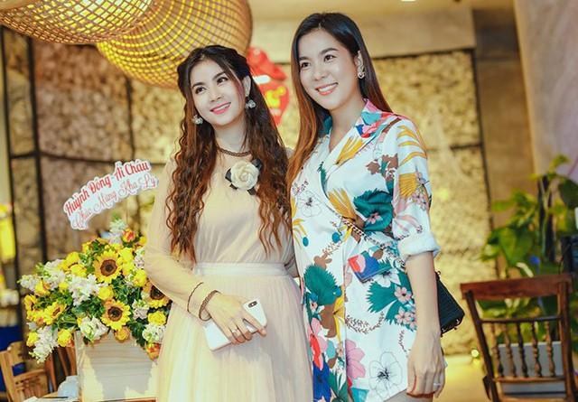 Em gái hoa hậu mừng Kha Ly chiến thắng cuộc thi hát bolero - Ảnh 2.