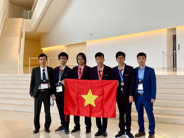 4 học sinh Việt Nam giành huy chương Olympic Tin học quốc tế - Ảnh 1.