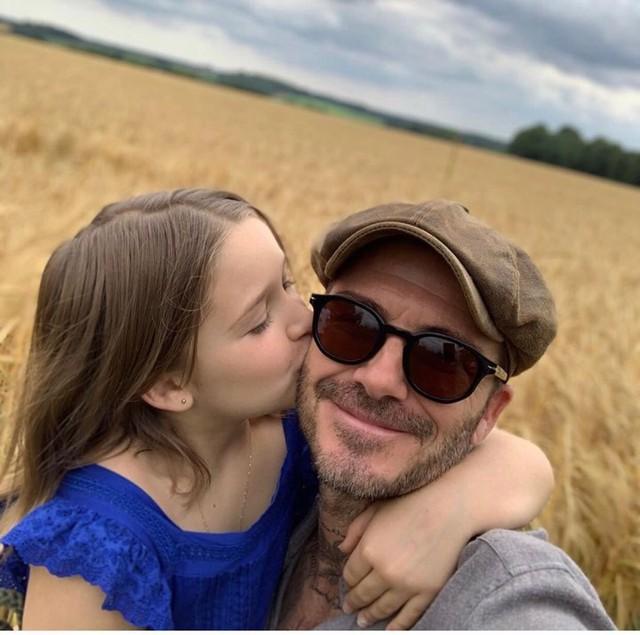 Hình ảnh ngọt ngào giữa công chúa Happer và bố David Beckham khiến hàng nghìn trái tim tan chảy - Ảnh 1.