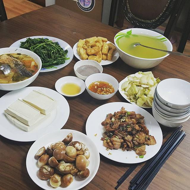 Những mâm cơm nấu trong một tiếng của Kiwi Ngô Mai Trang - Ảnh 2.