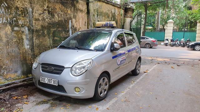 """Tài xế taxi nhận cái kết đắng khi """"chặt chém"""" khách Tây 450 nghìn đồng với quãng đường 2km - Ảnh 1."""