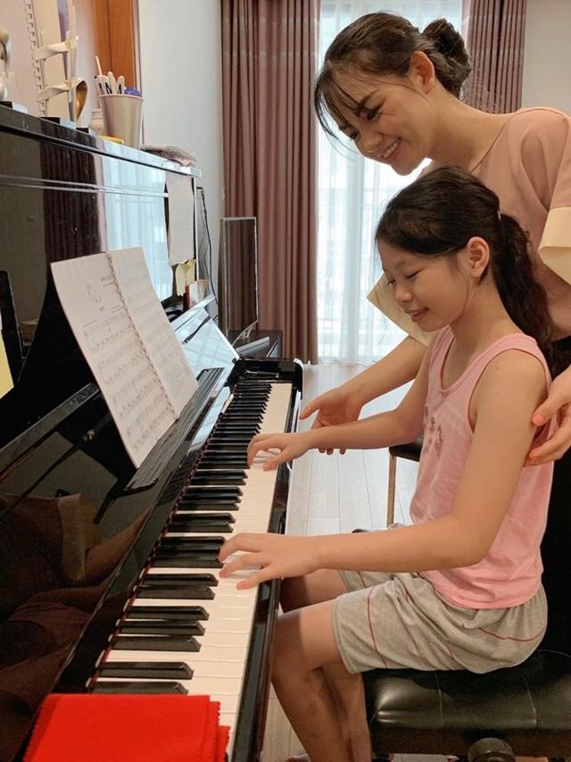 Cô giáo dạy piano bức xúc vì bị bình luận khiếm nhã trên mạng - Ảnh 2.