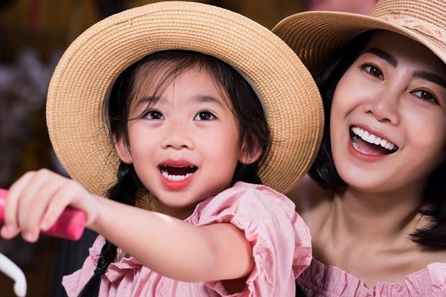 Diễn viên Mai Phương dẫn con gái đi du lịch Hội An sau bạo bệnh - Ảnh 9.
