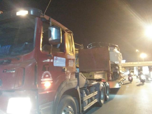 Đang cứu hộ xe container trên cao tốc, phụ xe đụng gầm cầu thiệt mạng - Ảnh 3.