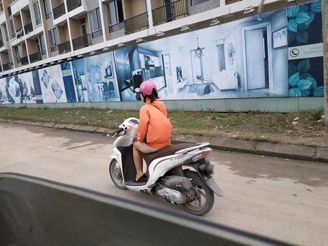 Cô gái trẻ đội mũ bảo hiểm theo phong cách độc lạ, thản nhiên chạy xe trên phố khiến nhiều người tranh cãi - Ảnh 4.