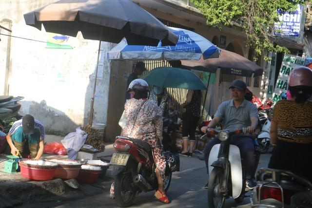 """Điểm mặt những """"điểm đen"""" giao thông ở Thủ đô Hà Nội - Ảnh 7."""