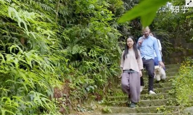 Cô gái xây nhà trên núi đưa cha mẹ lên sống ẩn dật  - Ảnh 5.