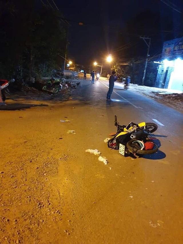 Cô gái trẻ truy đuổi kẻ giật điện thoại trong đêm, tông xe trọng thương 2 thanh niên đi đường - Ảnh 2.