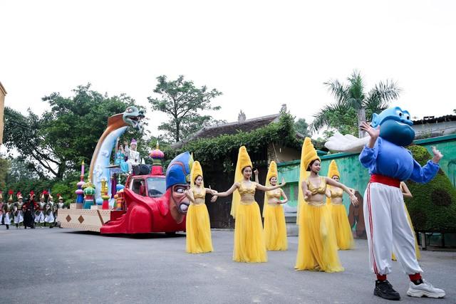 Các nhóc tì trầm trồ với Vũ hội hóa trang độc đáo ngay tại Hà Nội - Ảnh 2.