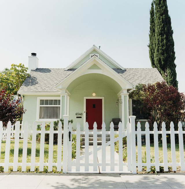 10 ý tưởng tạo hàng rào màu trắng lãng mạn cho ngôi nhà thêm ngọt ngào - Ảnh 4.