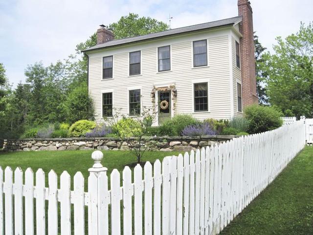 10 ý tưởng tạo hàng rào màu trắng lãng mạn cho ngôi nhà thêm ngọt ngào - Ảnh 8.