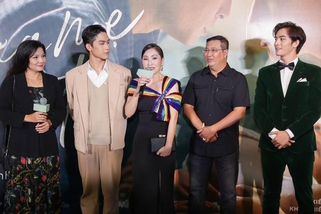 Trai đẹp của Chi Pu, Hương Tràm tiết lộ về cảnh nóng đồng tính - Ảnh 8.