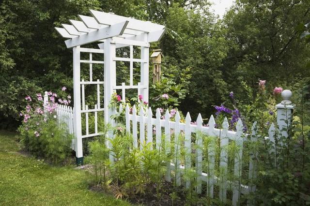10 ý tưởng tạo hàng rào màu trắng lãng mạn cho ngôi nhà thêm ngọt ngào - Ảnh 10.