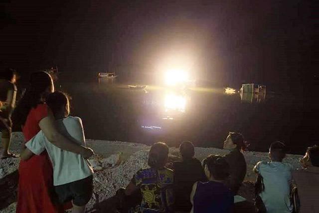 Tài xế xe khách chết đuối khi tắm biển cùng con trai ở Quảng Ninh - Ảnh 1.