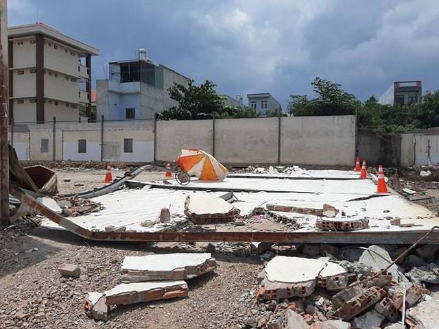 2 công nhân ở Bình Dương bị tường sập đè chết khi ngồi tránh nắng - Ảnh 3.
