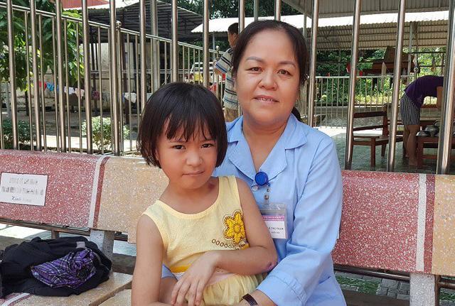 Cuộc sống sau 8 năm của bé gái bị bỏ rơi ở chùa Bồ Đề khi mới 1 ngày tuổi - Ảnh 2.