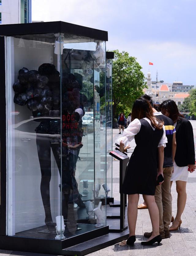 Điểm check-in mới nổi 1 ngày duy nhất – BST thời trang không ai muốn mặc xuất hiện ở phố đi bộ - Ảnh 7.