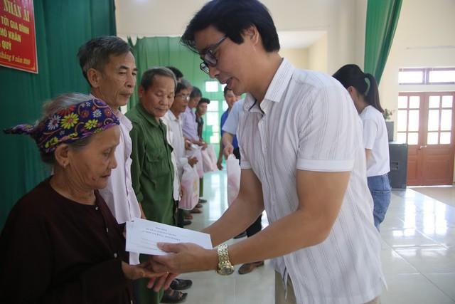 Báo Gia đình và Xã hội trao quà tặng đến gia đình chính sách có hoàn cảnh khó khăn ở Tuyên Quang - Ảnh 6.