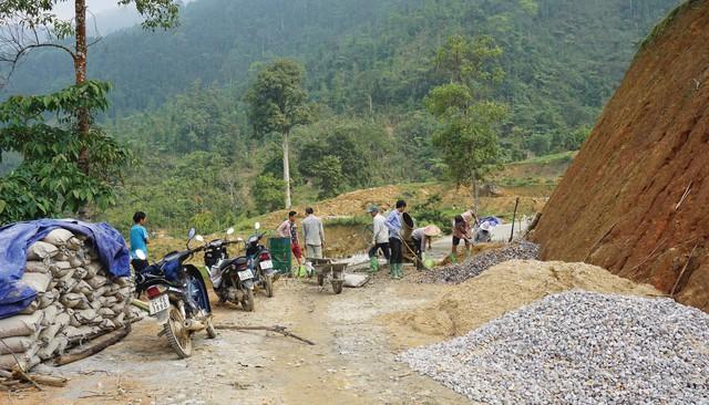 Bão lũ cận kề, nhiều hộ dân khu vực có nguy cơ sạt lở loay hoay tìm nơi ở mới - Ảnh 2.