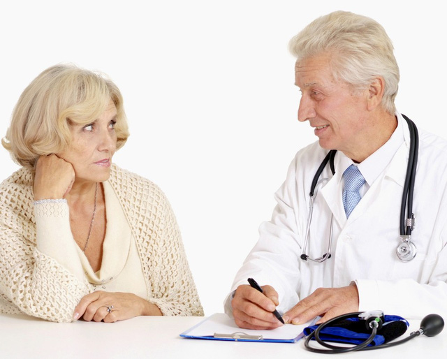 Bệnh cao huyết áp ở người già: Chỉ số bao nhiêu thì phải uống thuốc - Ảnh 1.