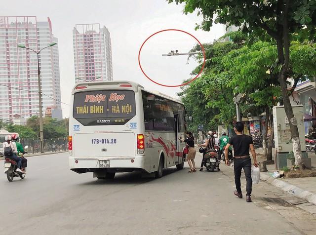 """Camera giao thông lắp đặt quanh bến xe Giáp Bát chỉ để… """"trang trí""""? - Ảnh 2."""