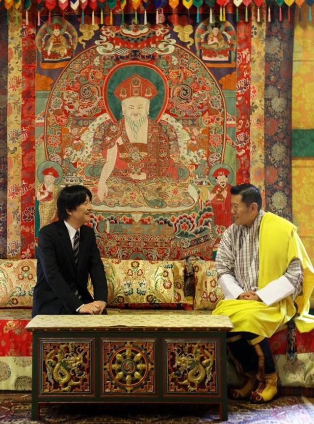 Hoàng hậu Bhutan đọ sắc Thái tử phi Nhật Bản nhưng 2 Hoàng tử nhỏ mới là tâm điểm chú ý - Ảnh 1.