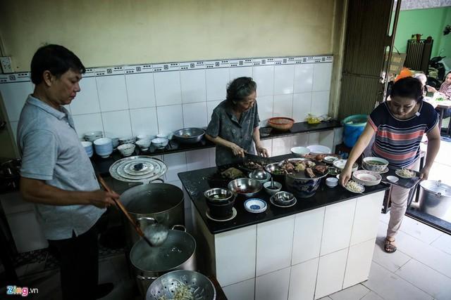 Từ gánh rong đến quán phở Minh nổi tiếng 70 năm ở Sài Gòn - Ảnh 1.