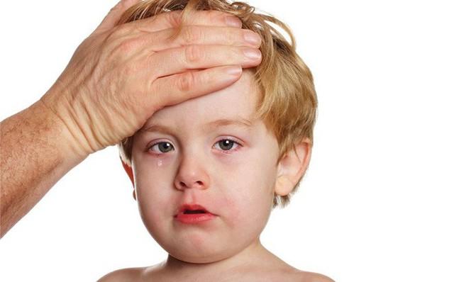 Những bệnh dễ mắc ở trẻ cha mẹ cần lưu ý khi thời tiết chuyển từ hè sang thu - Ảnh 2.