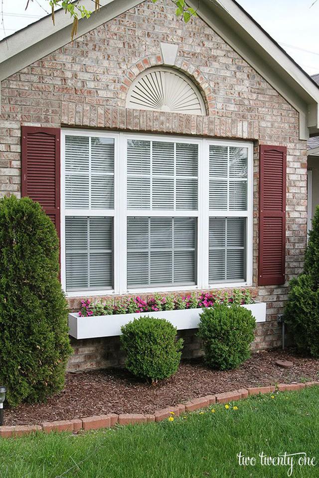 Không gian sống đẹp chất ngất nhờ những chiếc hộp trồng cây tự làm gắn cửa sổ - Ảnh 2.