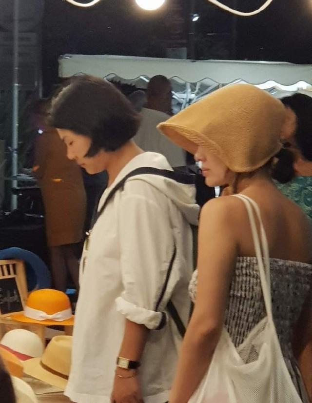 Hậu ly hôn, Song Joong Ki trốn mất tăm còn Song Hye Kyo lại ngày càng sexy không ngại khoe da thịt đi chơi muôn nơi - Ảnh 2.