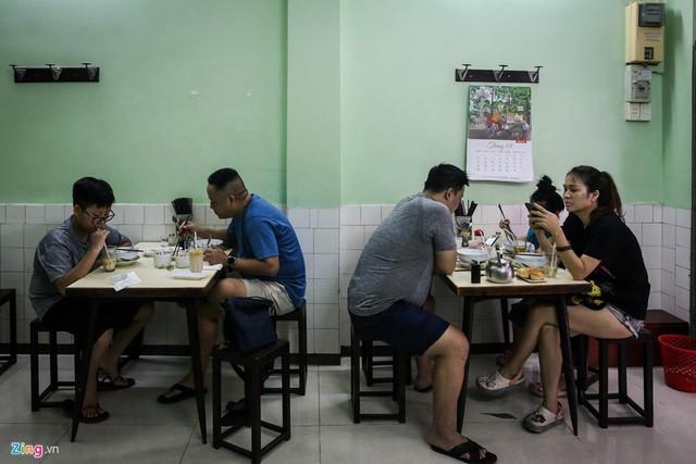 Từ gánh rong đến quán phở Minh nổi tiếng 70 năm ở Sài Gòn - Ảnh 3.