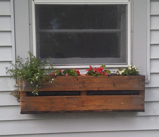 Không gian sống đẹp chất ngất nhờ những chiếc hộp trồng cây tự làm gắn cửa sổ - Ảnh 3.
