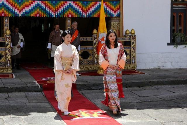 Hoàng hậu Bhutan đọ sắc Thái tử phi Nhật Bản nhưng 2 Hoàng tử nhỏ mới là tâm điểm chú ý - Ảnh 4.