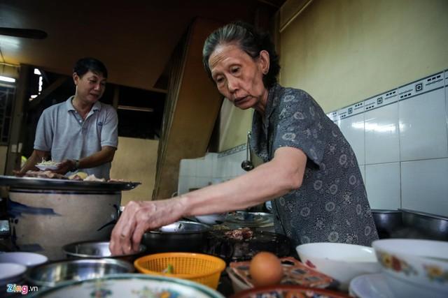 Từ gánh rong đến quán phở Minh nổi tiếng 70 năm ở Sài Gòn - Ảnh 4.