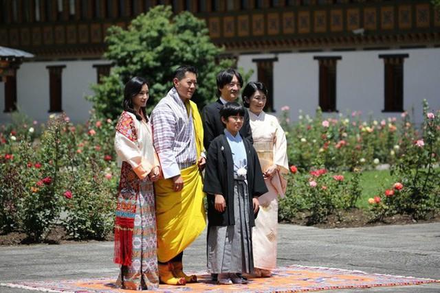 Hoàng hậu Bhutan đọ sắc Thái tử phi Nhật Bản nhưng 2 Hoàng tử nhỏ mới là tâm điểm chú ý - Ảnh 5.