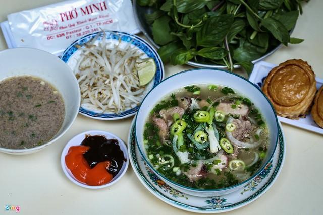 Từ gánh rong đến quán phở Minh nổi tiếng 70 năm ở Sài Gòn - Ảnh 6.