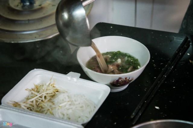 Từ gánh rong đến quán phở Minh nổi tiếng 70 năm ở Sài Gòn - Ảnh 7.