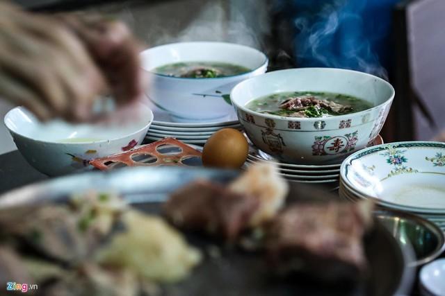 Từ gánh rong đến quán phở Minh nổi tiếng 70 năm ở Sài Gòn - Ảnh 9.
