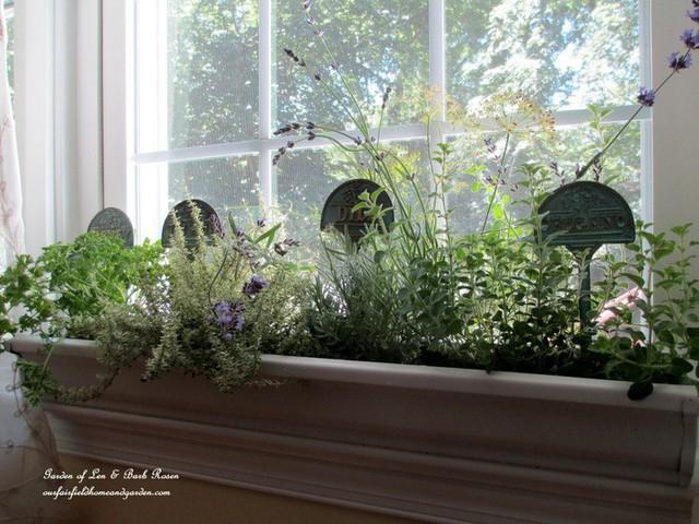 Không gian sống đẹp chất ngất nhờ những chiếc hộp trồng cây tự làm gắn cửa sổ - Ảnh 10.