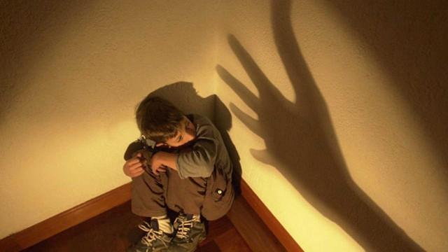 Phạt trẻ bằng cách nhốt vào phòng kín, hiệu quả ngay nhưng tác động xấu sẽ kéo lâu dài - Ảnh 1.