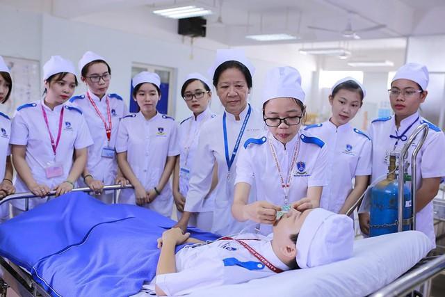 Bộ Y tế yêu cầu các cơ sở ngừng đào tạo định hướng chuyên khoa cho bác sĩ - Ảnh 1.