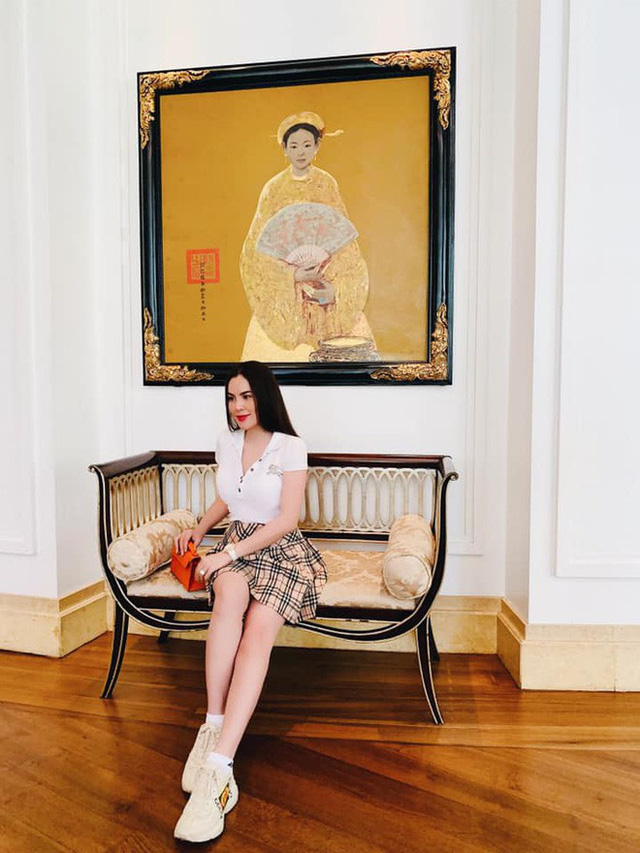 Cuộc sống trong biệt thự sang chảnh của Hoa hậu quỳ gối rửa chân cho chồng, nhìn một góc phòng khách cũng đủ lác mắt - Ảnh 5.