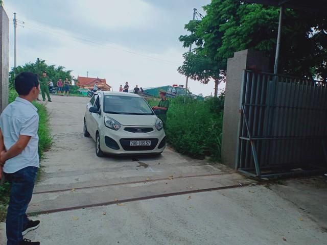 Hà Nội: Nam thanh niên lùi xe khiến người phụ nữ trọng thương - Ảnh 2.