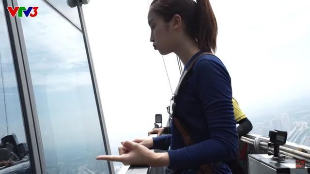 Cuộc đua kỳ thú: Hoa hậu H'Hen Niê đau đớn vì bị đuổi khỏi quán cà phê - Ảnh 2.