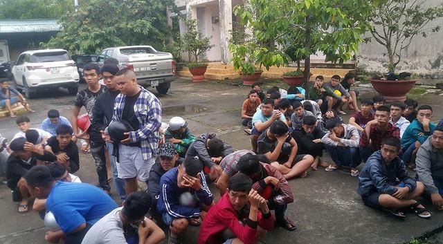 140 quái xế chặn quốc lộ 1 để đua xe bị cảnh sát vây bắt - Ảnh 1.